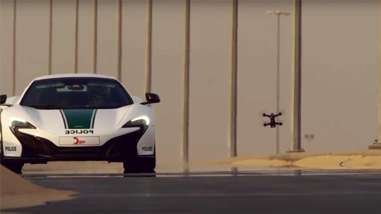 Afbeelding van Web Draait Door: Drone vs. Raceauto in Dubai
