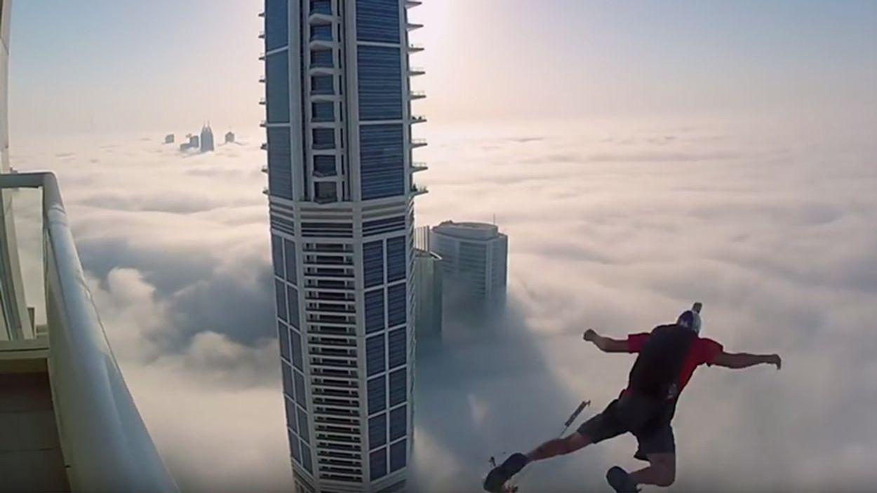 Afbeelding van Web Draait Door: Sprong in de wolken