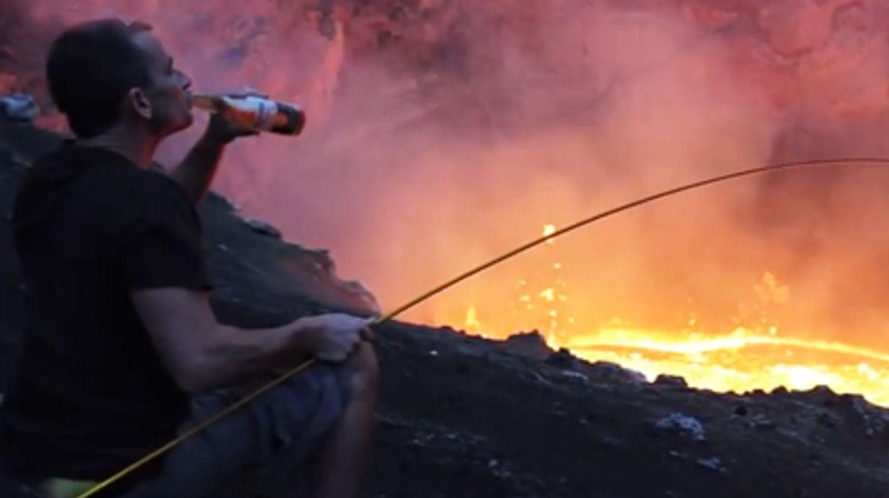 Afbeelding van Web Draait Door: marshmellows roosteren op een vulkaan