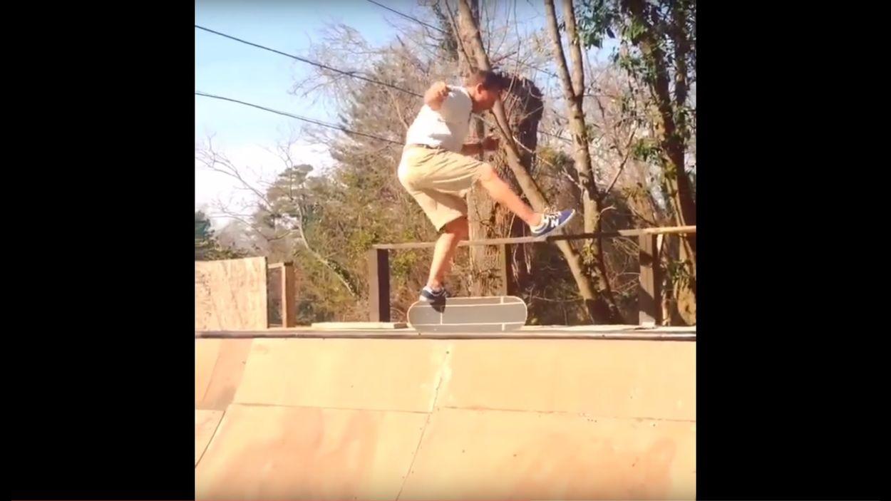 Afbeelding van Web Draait Door: 52-jarige vader doet tof op een skateboard