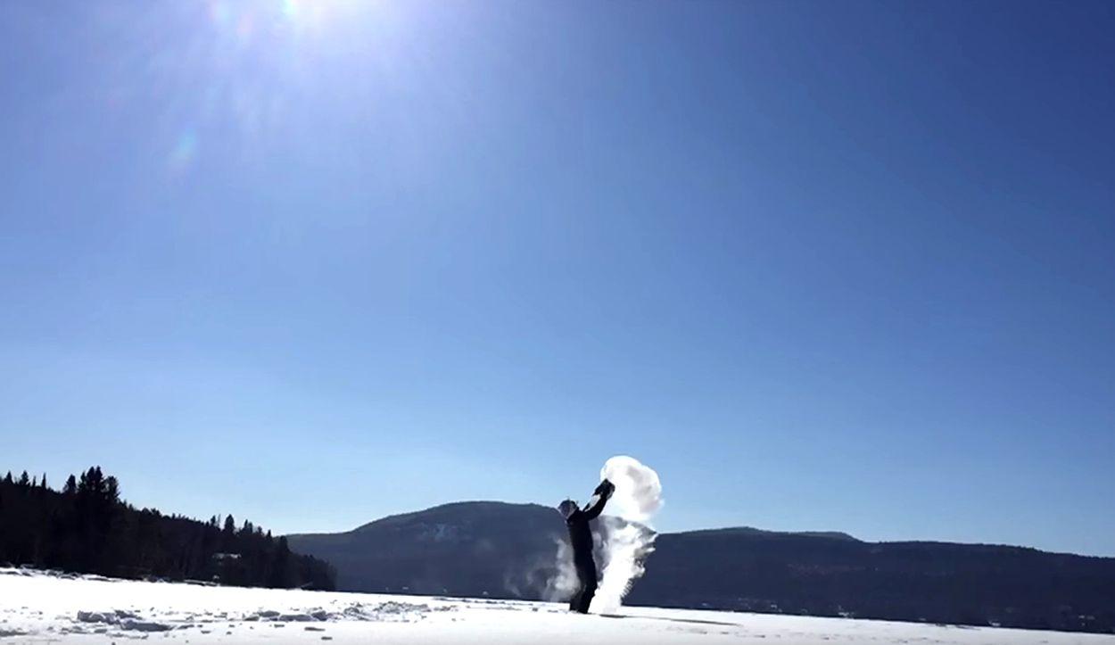 Afbeelding van Web Draait Door: Enorme ijsmist uit kokend water