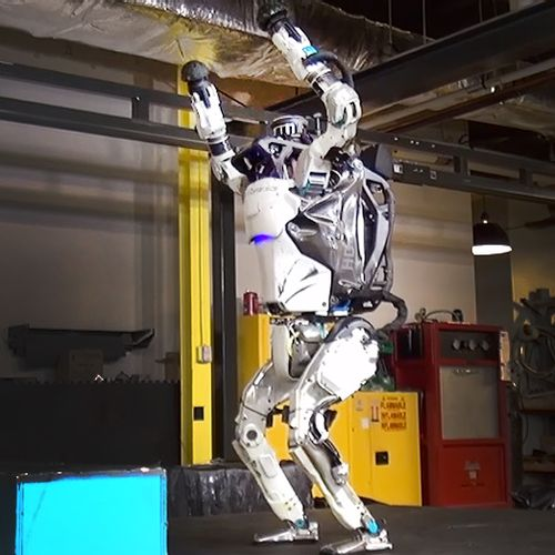 Afbeelding van Web Draait Door: robot doet backflip. En juicht vervolgens.