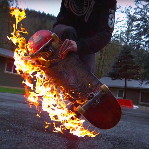 Afbeelding van Web Draait Door: Skateboard On Fire!